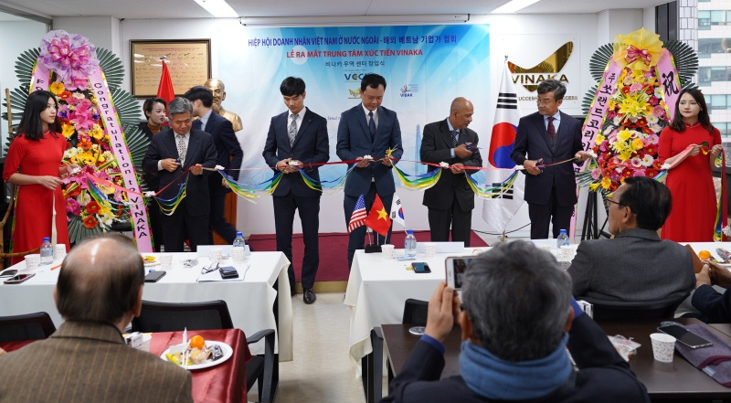 Launching Vietnam Product Promotion and Exhibition Center in Korea