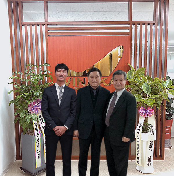 (Tiếng Việt) Nguyên Bộ trưởng, Đại biểu Quốc hội Oh Jang-seop Hàn Quốc đến thăm và làm việc cùng ông Đinh Văn Cường