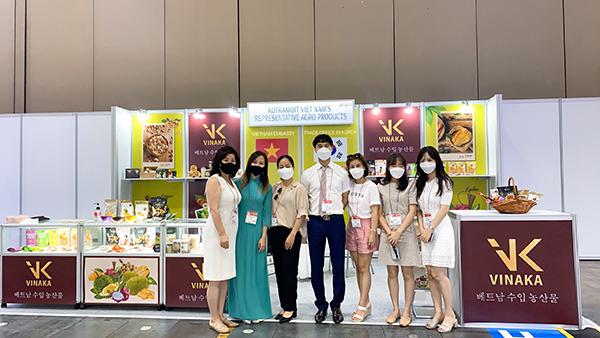 Được sự hỗ trợ của phòng thương Vụ Việt Nam tại Hàn Quốc. Vinaka thành công xúc tiến thúc đẩy xuất khẩu các sản phẩm từ trái cây và sản phẩm chế biến từ nông sảnViệt Nam vào hệ thống phân phối của Hàn Quốc
